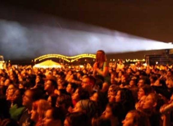 Beale Street Music Fest held on the Mississippi River. Photo by Marvin Garcia.