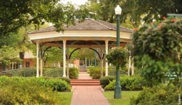Enjoy the quaint setting of Collierville's historic town square. Photo by Larry Inman.