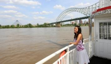 Riverboat rides on the Mississippi River. Photo by Brand USA